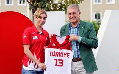 Cora'dan Dr.Mustafa Aydın'a Anlamlı Hediye