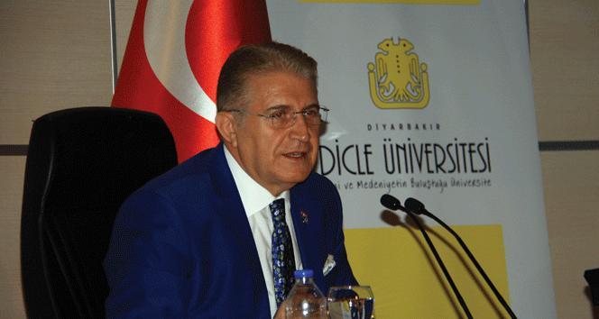 """Dr. Aydın: """"Eğitimde değişimi yakalayamayan çağın gerisinde kalır"""""""